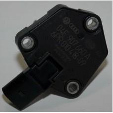Датчик уровня масла двигателя 04E907660A